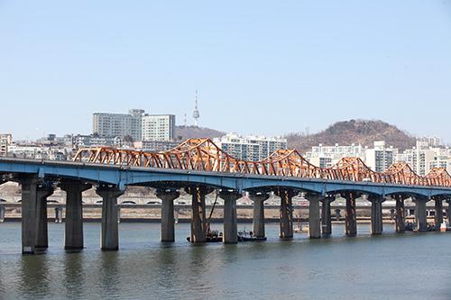 漢江公園に下りて、東湖大橋と一緒に(地図:赤4で撮影)