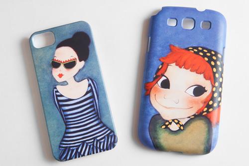 携帯ケースiPone 5(左)43,800ウォンGALAXY S4(右)42,000ウォン