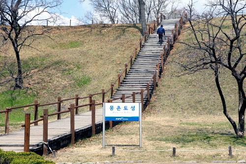 夢村土城へ上がる階段(地図4)
