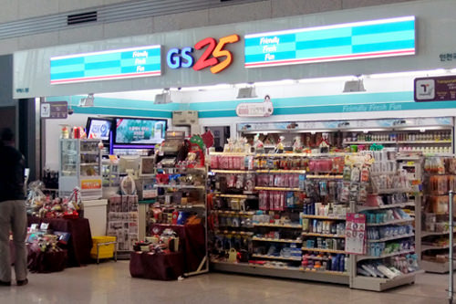 コンビニエンスストア「GS25」旅客ターミナル1階一般区域年中無休、24時間