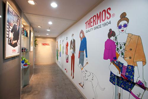 2012年末COEXに登場した長さ70m大型広告の一部(社内廊下)