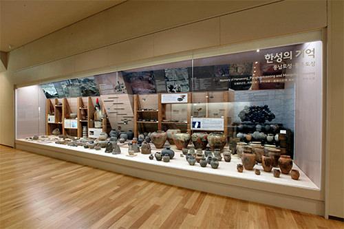 風納土城と夢村土城の跡地で発掘された遺物の数々