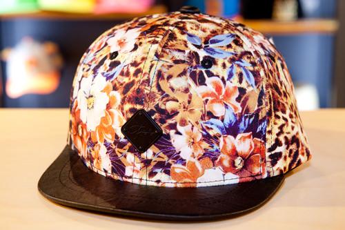 派手なデザインはファッションの主役に PLAY BOY 59,000ウォン