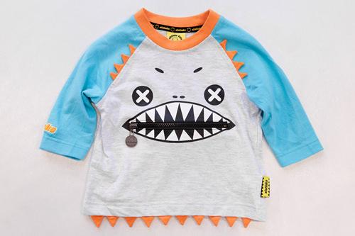 口のチャックで色々な表情が楽しめる Tシャツ 59,000ウォン