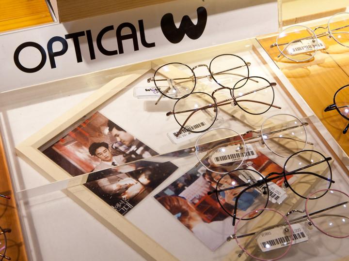 キム・スヒョン、チャン・ナラが着用した「VERRIS(韓国ブランド)」のメガネ