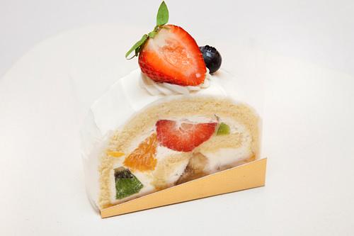 クルクルセジョン 4,500ウォン旬のフルーツをサンド。ふわふわの食感がたまらない