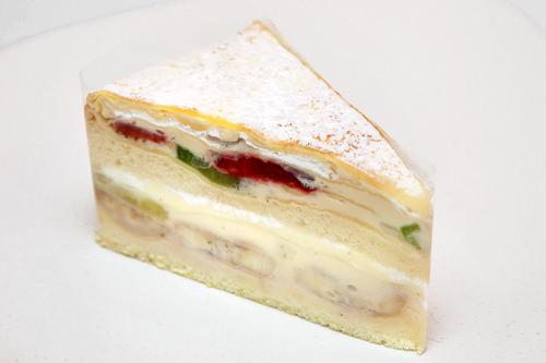 ミル・クレープ 4,500ウォン8枚のクレープになめらかな自家製カスタード、生クリーム、果物をサンド
