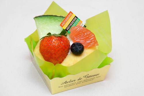 クレープメロン 4,500ウォンメロン、イチゴ、ブルーベリー、グレープフルーツがのった贅沢クレープ