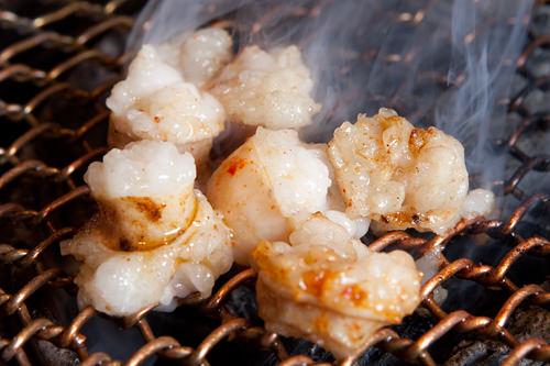 テッチャン(大腸)弾力のあるぷりぷりとした食感がポイント。ジューシーに焼きあがったテッチャンはやみつきになるおいしさ。
