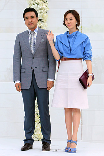 さわやかカラーキム・スンウ(左)キム・ナムジュ(右)夫妻(チャン・ドンゴン結婚式)