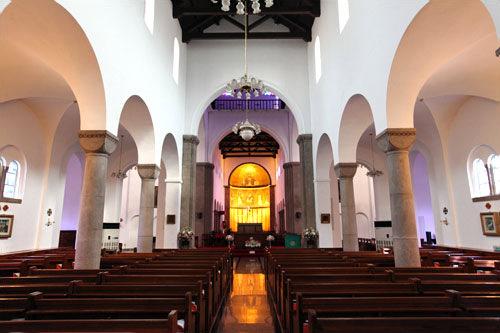 教会・聖堂・ミサが行なわれたり聖歌を歌ったりすることもある ・ペベクは行なわれない