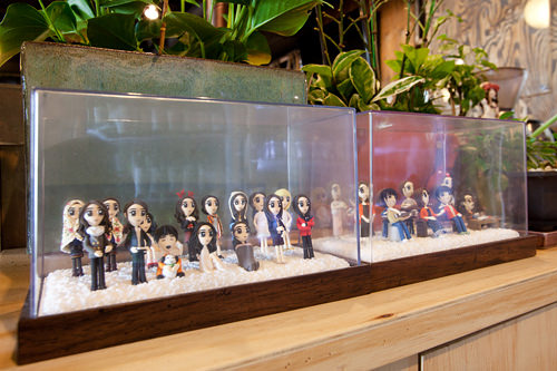 パク・シネのファンがお店にプレゼントしたオリジナルフィギュアセット