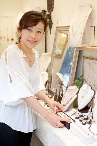 日本でジュエリーの勉強をしたオーナー