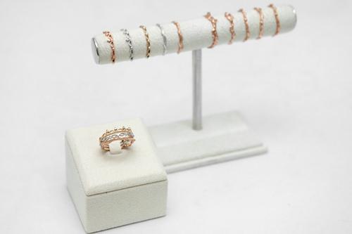ピンクゴールドのリング 240,000~380,000ウォン