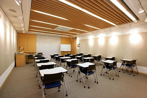 センター内のセミナー室でも日本語講座を実施
