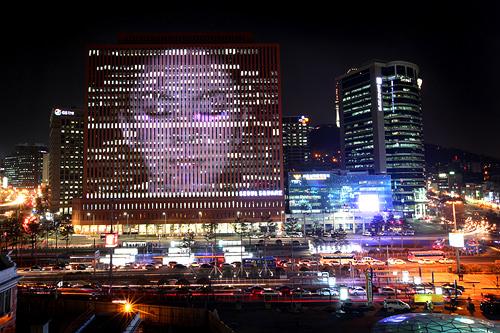 国際交流基金が主催し2011年ソウル駅で行なわれた日韓交流アート