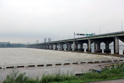 現在もよく増水する漢江