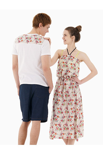 左・Tシャツ 29,000ウォンハーフパンツ 47,000ウォン右・ワンピース 52,000ウォン