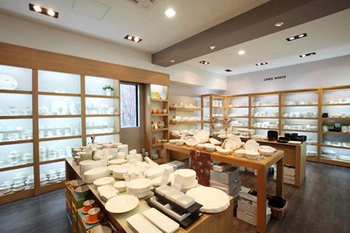 韓国陶磁器韓国の陶磁器ブランド。高級食器セットから手頃な箸・スプーンセットまで多様な商品が揃います。