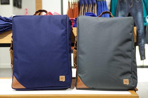韓国男性に人気の四角いバッグパック各 89,800ウォン