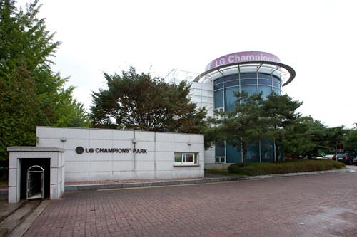 GSチャンピオンズパーク。背後はクラブハウス