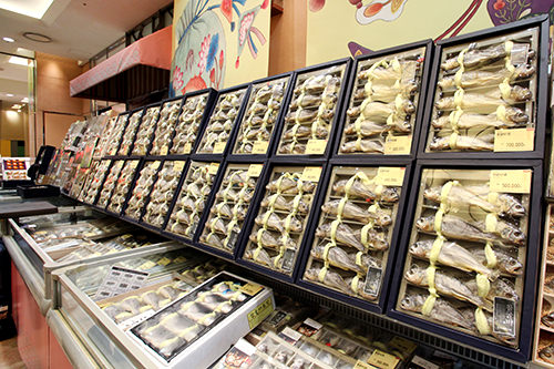 クルビ(イシモチ)30,000~250,000ウォン韓国では、高級な魚・イシモチの干物が贈り物として大活躍します。