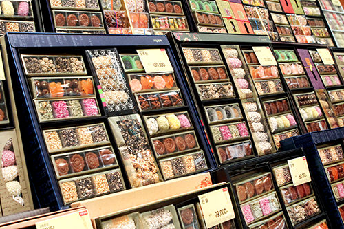 伝統菓子20,000~200,000ウォン 彩り豊かなかわいらしいお菓子や餅、米菓子などの伝統韓菓も。