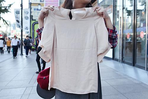 合わせやすいクリーム色のシャツは20,000ウォン