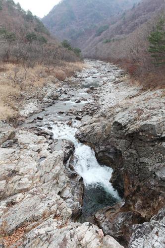 滝の上部は朝鮮半島の形!
