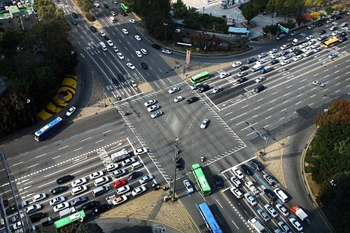 大路(대로、テロ)8車線以上の広い道路