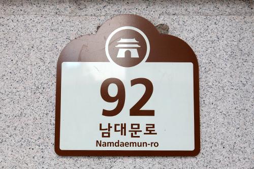 文化財・観光地観光地の場所や文化財を示す表示板は茶色