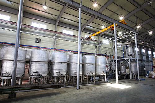 発酵タンクと蒸留器