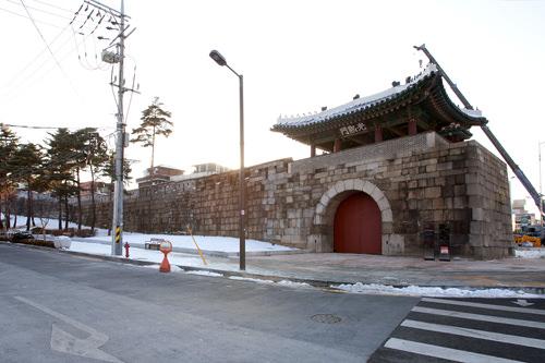 1396年、都城構築とともに造成された光熙門