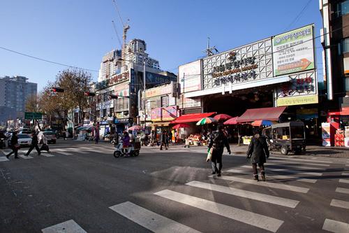 ソウル中央市場のある駅前