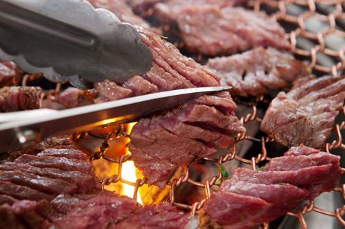 ラッキーグルメ韓国で本場の焼肉を!牛カルビ他には?オジンオポックム(イカのピリ辛炒め)、海鮮パスタ、マグロの刺身