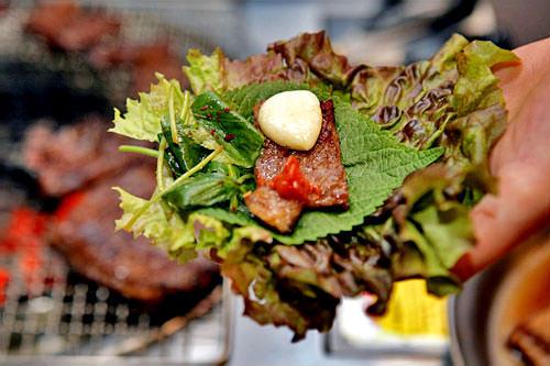 ラッキーグルメタレが染み込んだやわらか肉豚カルビ他には?プゴヤンニョムクイ(干しスケトウダラの焼き物)、プゴチム(スケトウダラの蒸し煮)