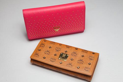 ラッキーアイテムブラウンのカバン・財布・キーホルダー例えば?RAIN(ピ)やG-DRAGONなどのワールドスターも愛用するブランド「MCM」の定番デザインの財布