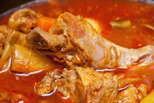ラッキーグルメ鶏肉のピリ辛炒め煮タットリタン他には?コッケメウンタン(ワタリガニの辛鍋)、コンビジチゲ(おからチゲ)
