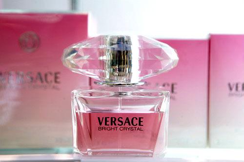 ラッキーアイテムレッドの香水・服・カバン例えば?ブランド香水がお買い得に手に入る免税店で、レッドの香水をリサーチ!