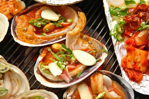 ラッキーグルメ炭火で焼く新鮮な貝を堪能!チョゲクイ他には?ヘムルタン(海鮮鍋)、オリクイ(アヒルの照り焼き)、チャンオクイ(焼きうなぎ)