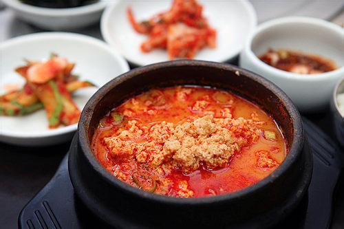 ラッキーグルメチゲでお馴染みのおぼろ豆腐スンドゥブ他には?カルグッス(手打ち麺)、メミルグッス(盛り蕎麦)、海藻類