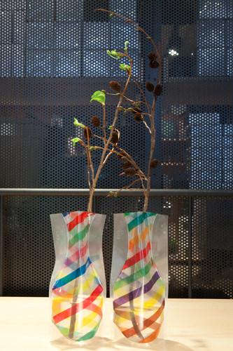 ポリエステル素材の個性的な花瓶(D-BROS・日本)2枚入り25,000ウォン※造花は含まれません