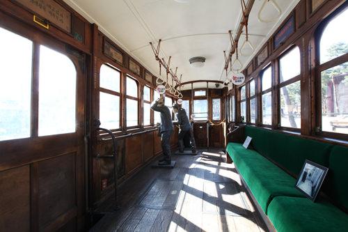 路面電車の「電車381号」は、車内も見学できます。