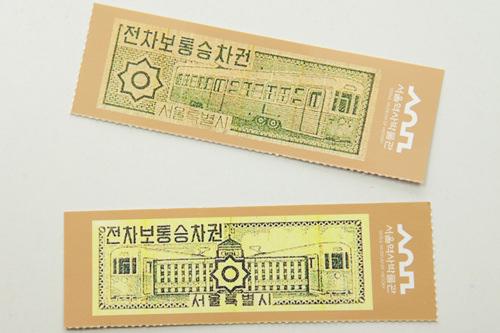車内にあるパンフレットには、かつての乗車券を模したものも。