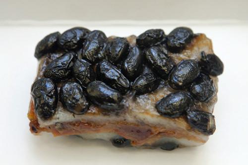 黒豆がごろごろ豆もち米餅(コンチャルトッ) 2,000ウォン