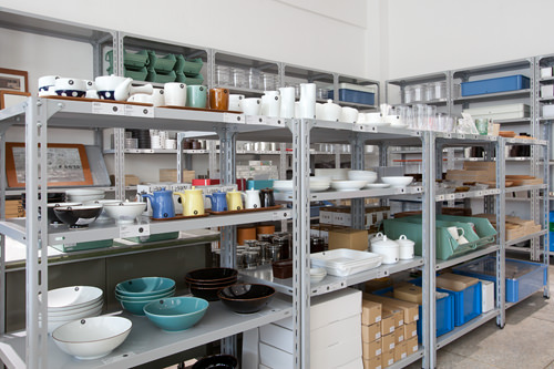 食器や収納道具などおしゃれなライフ用品をディスプレイ