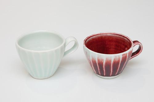 おしゃれなお茶時間を演出コーヒーカップYimok Pottery(忠清南道)白27,000ウォン 赤29,000ウォン