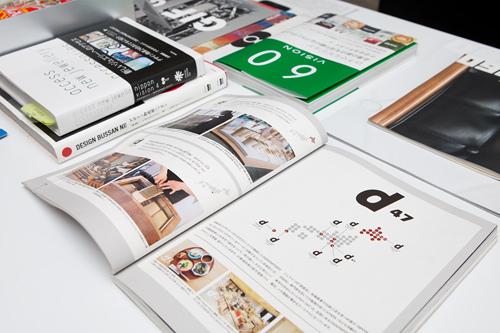 デザイン的観点から編集された自社出版の観光ガイドブックも豊富