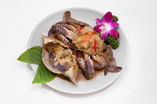 カンジャンケジャン35,000ウォンかにをまるごと醤油たれに漬け込んだ料理。身が口の中でとろけます!