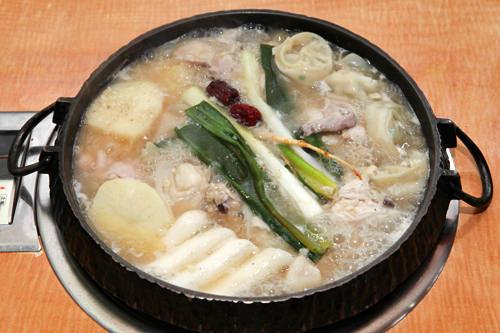 [3位]ド迫力の鶏一匹料理!タッカンマリ